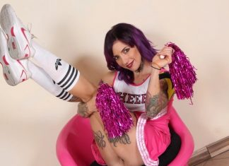 Flirty cheerleader La Vey teases you with her smelly feet