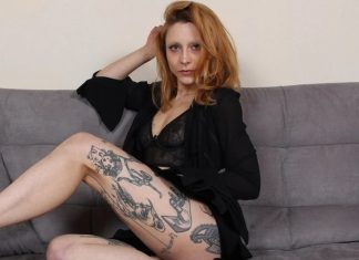Heart-stoppingly sexy Stella gives you a steamy hot foot tease